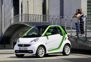 Praxistest in Sachen E-Mobilität (Bild: Daimler AG)