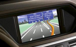 Auch Navigationssysteme sollen den Fahrer immer weniger ablenken (Bild: Daimler AG)
