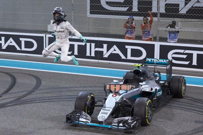 Was für ein Sprung! Nico Rosberg ist Formel 1 Weltmeister 2016 (Bild: Daimler AG)